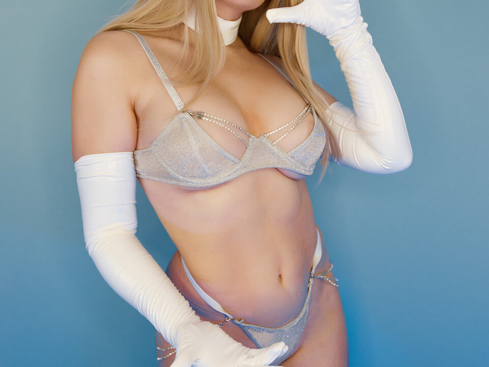 Holly-Wolf-Emma-Frost-Cosplay