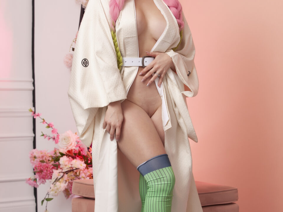 Holly-Wolf-Love-Pillar-Topless-Cosplay