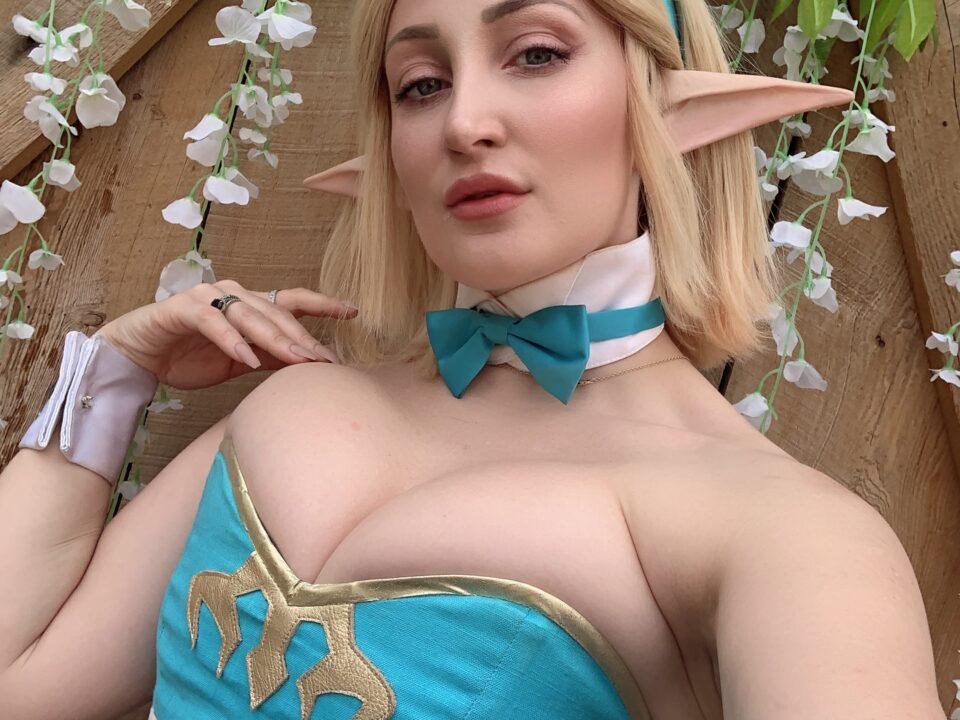 Zelda-Bunny-Cosplay-Selfie