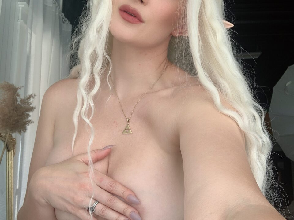 Holly-Wolf-Elf-Titties